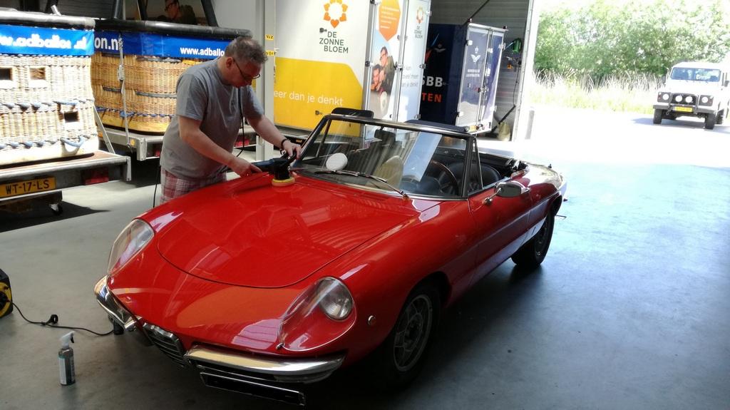Alfa Spider na een workshop auto poetsen en polijsten